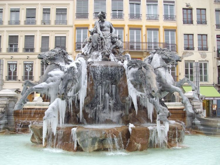 fontaine bartholdi place des terreaux lyon france fontaines lavoirs puits ch teau d 39 eau. Black Bedroom Furniture Sets. Home Design Ideas