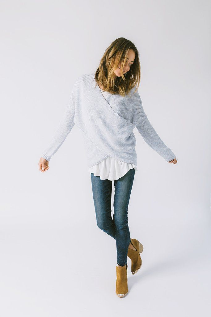 DETAILS: - Perfect light summer sweater - Powder Blue - 60% POLYESTER, 40% ACRYLIC - Model is wearing a small