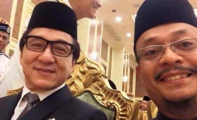 Jackie Chan Pindah Agama Menjadi Muslim Jackie Chan Aktor Agama