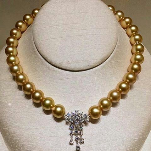 df3cc26b1e05 Fantastic necklace set with platinum