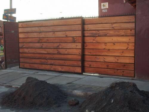 Reja de fierro y madera horizontal portones y puertas for Porticones madera exteriores