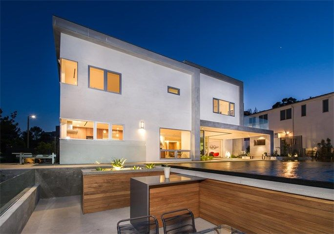 Glorious Architectural Modern in Los Angeles, California   |    Amazing attention to detail including disappearing walls of glass to make the most of indoor and outdoor entertaining, with a huge zero-gravity pool with swim up bar, 10-person built-in spa and Baja shelf for sun bathing.  via @hiltonhyland