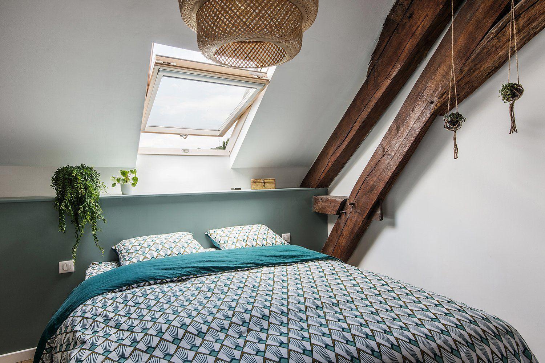 Ambiance Nature Dans La Chambre Sous Les Toits Chambre Parentale Mansardee Deco Chambre Mansardee Amenagement Petite Chambre
