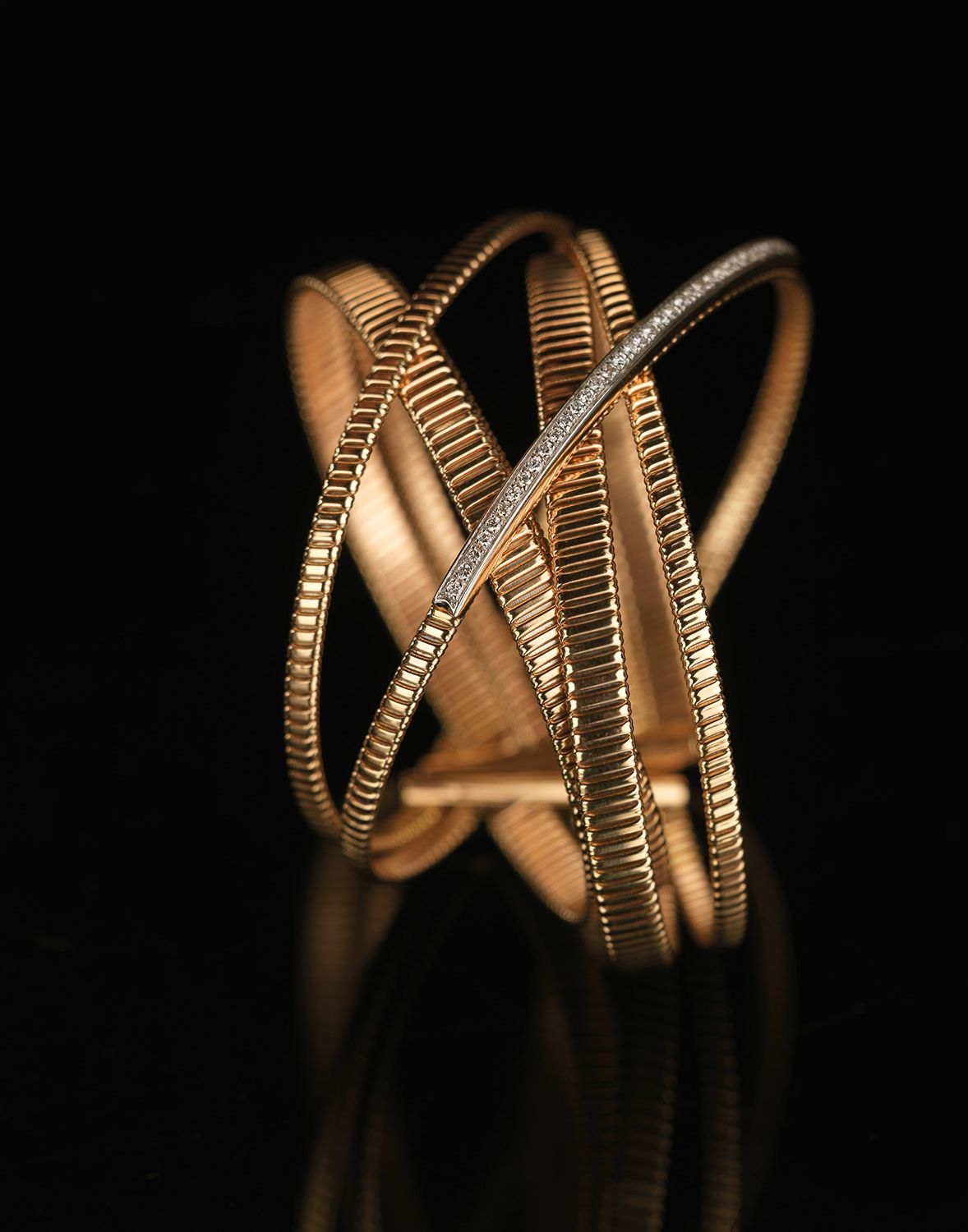 Pink gold and white diamonds bracelet the design is associated to
