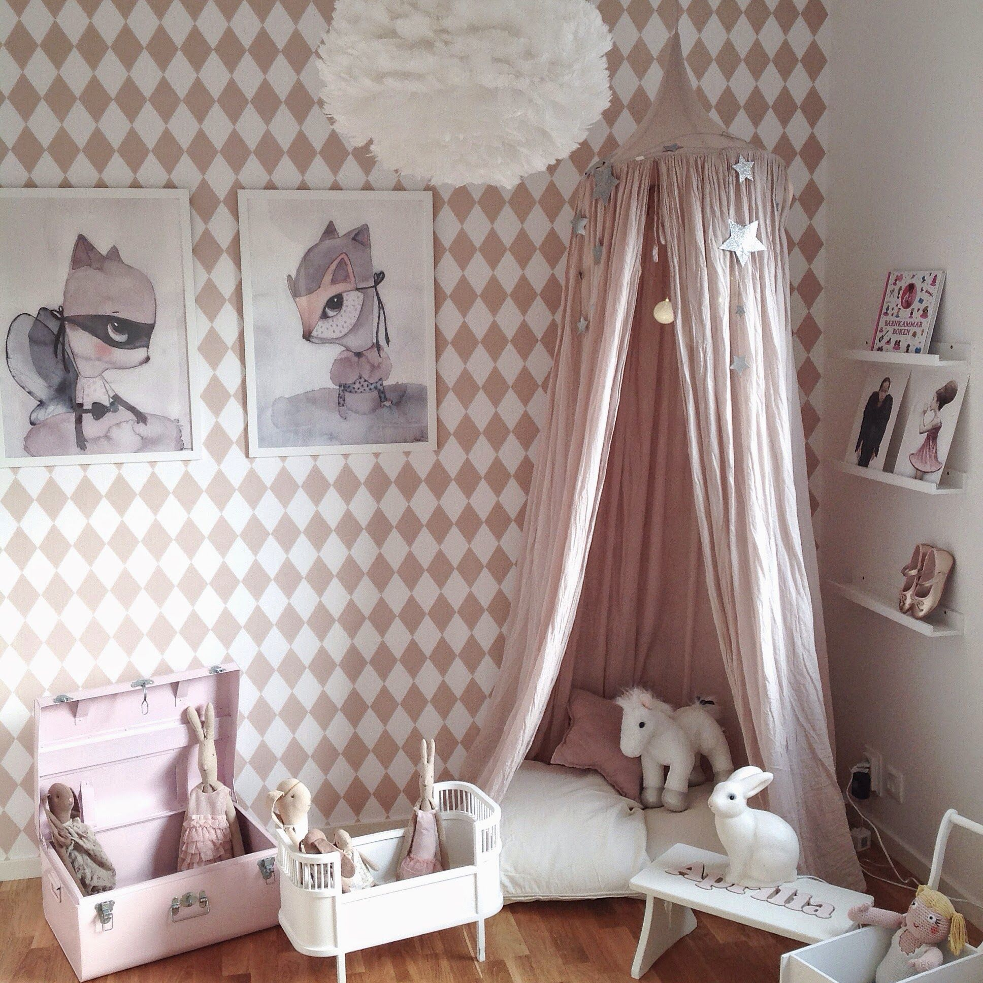 fashionistas catwalk: pink and white little girl's room | that