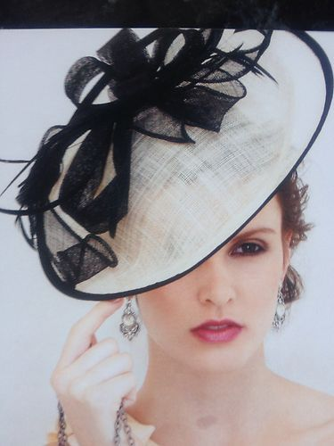 CLASSY BLACK WHITE IVORY FEATHER LINEN FASCINATOR HAT HEADBAND ASCOT  WEDDING NEW  c4df3cc9891