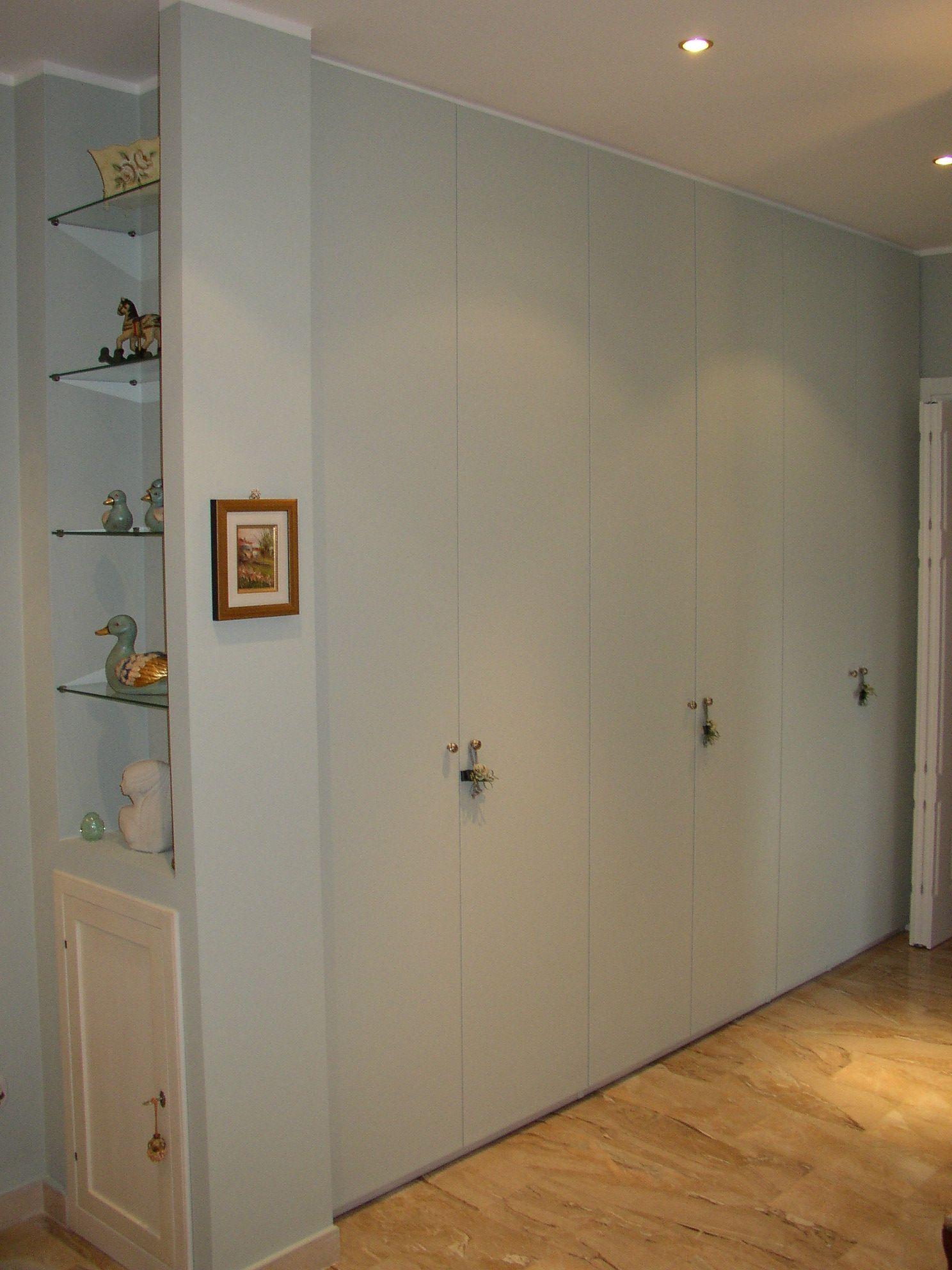 Armadio a muro in stile moderno, realizzato in tiglio finitura ...