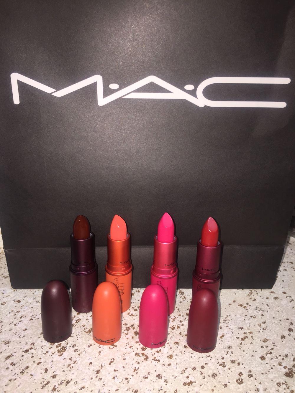 Matte lippies lippies lipstick earbuds