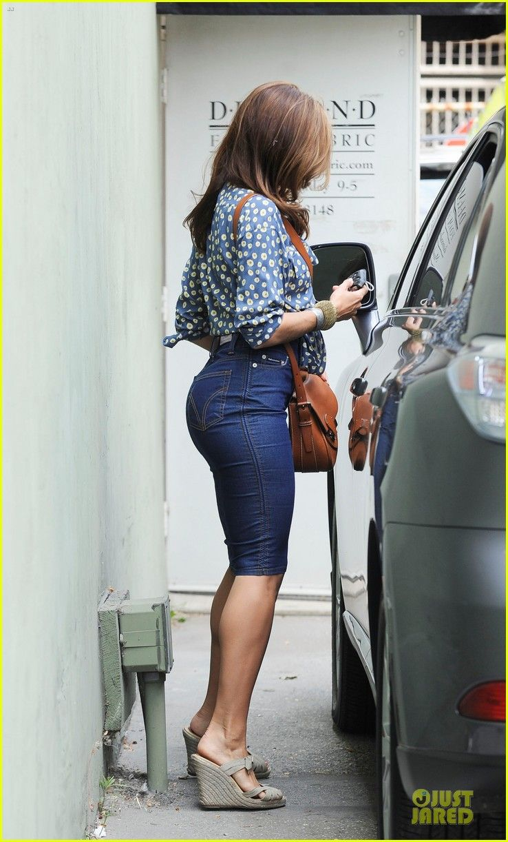 ccb105ca11 Only Eva Mendes can make a demin pencil look that good! | My ...