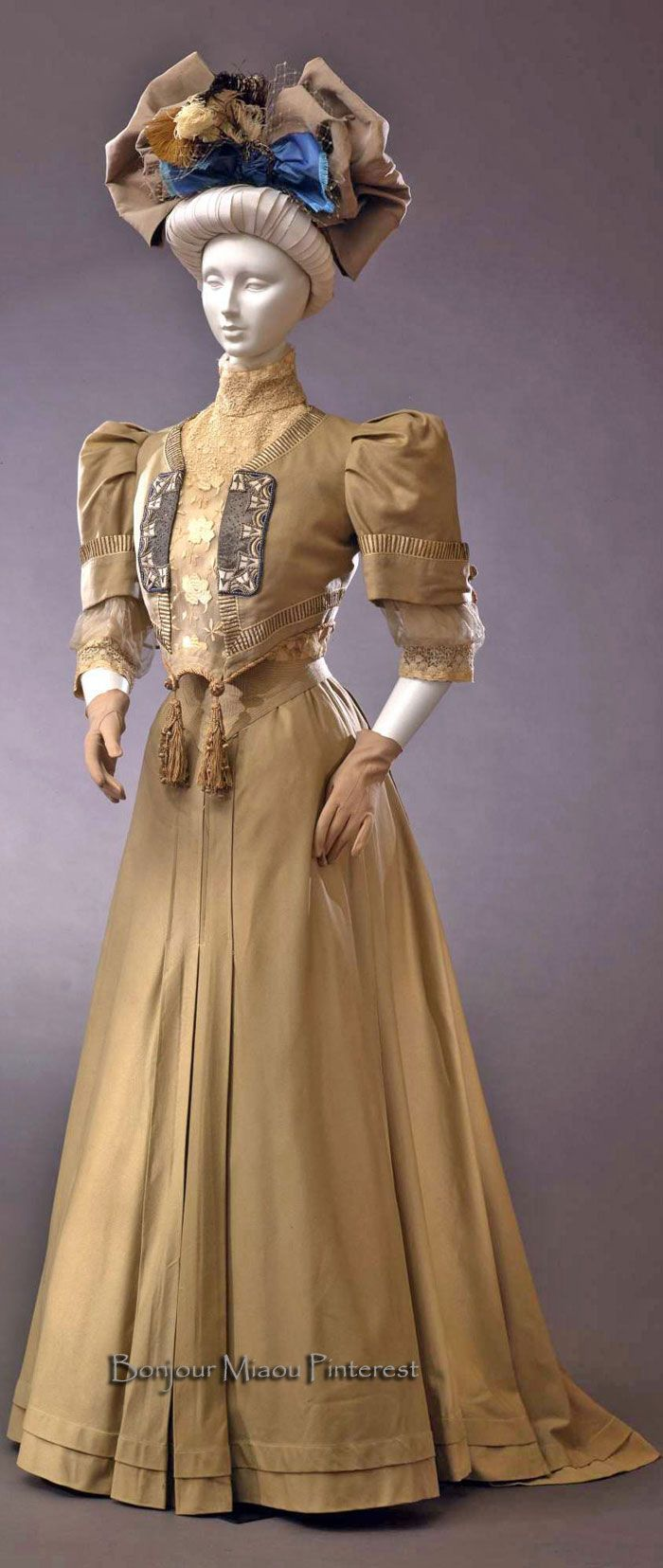 Traveling dress, possibly French, ca. 1905–06. Two pieces, ivory with silk braid, mechanical lace, glass beads, and white wool applications. Costume Gallery of the Pitti Palace via Europeana Fashion