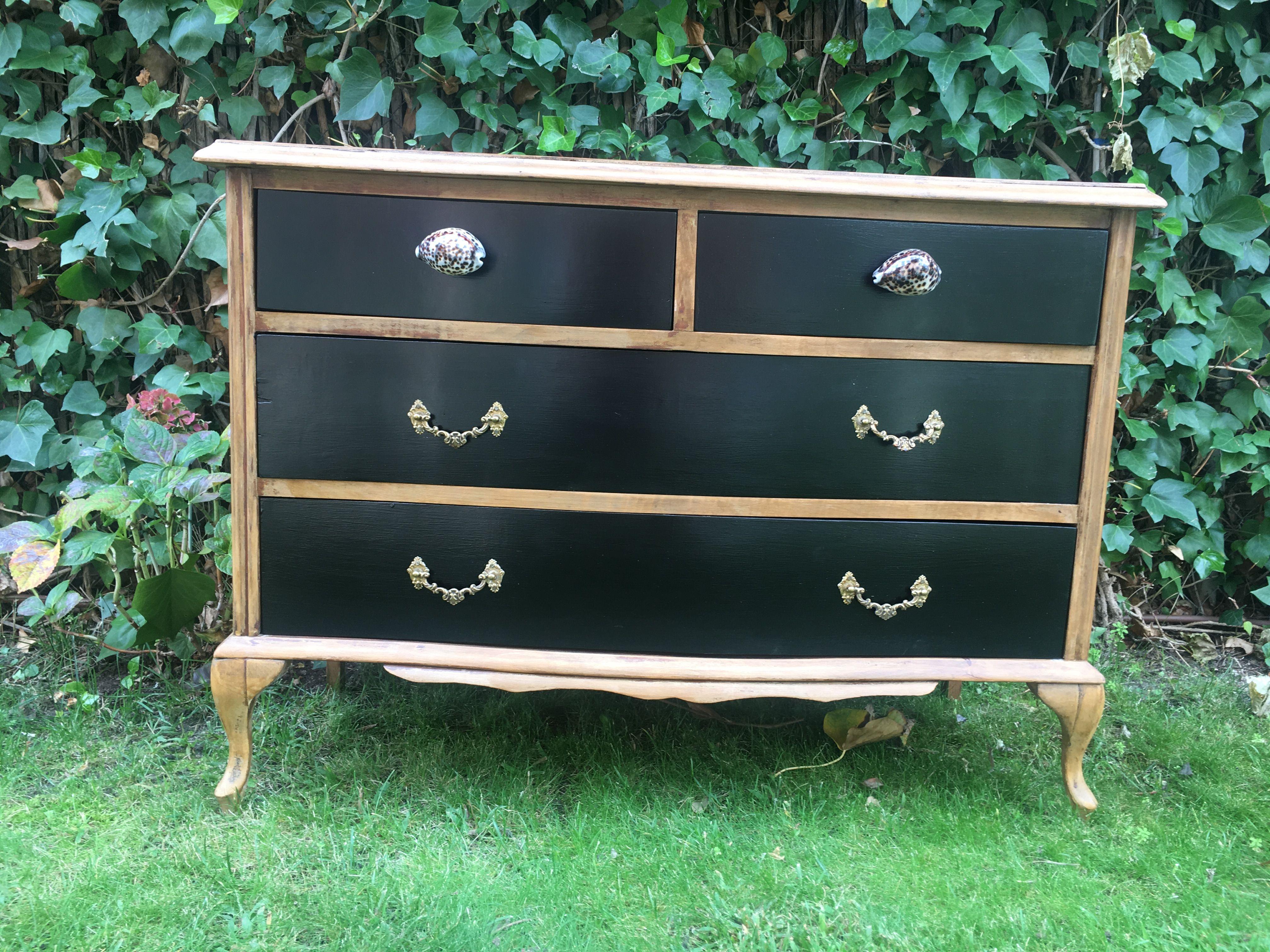 Cómoda vintage. Mueble pintado restaurado de madera con los ...