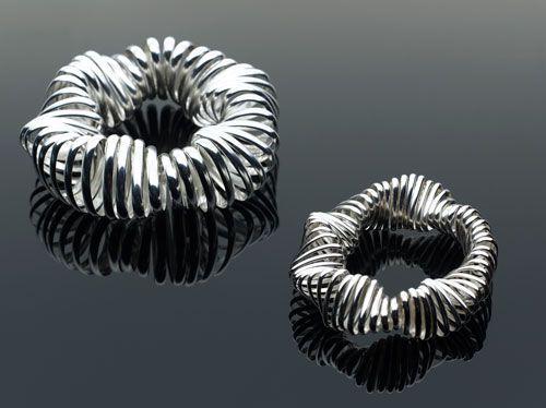 Linda van Niekerk - Bracelet: Sea Sponge, 2012 - Sterling silver - Image : Peter Whyte