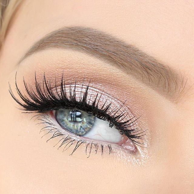 light pink eyeshadow with some amazing lashes such a