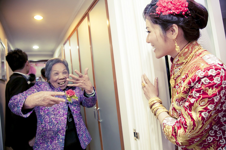 Hong kong wedding photography hong kong traditional for Traditional chinese wedding dress hong kong