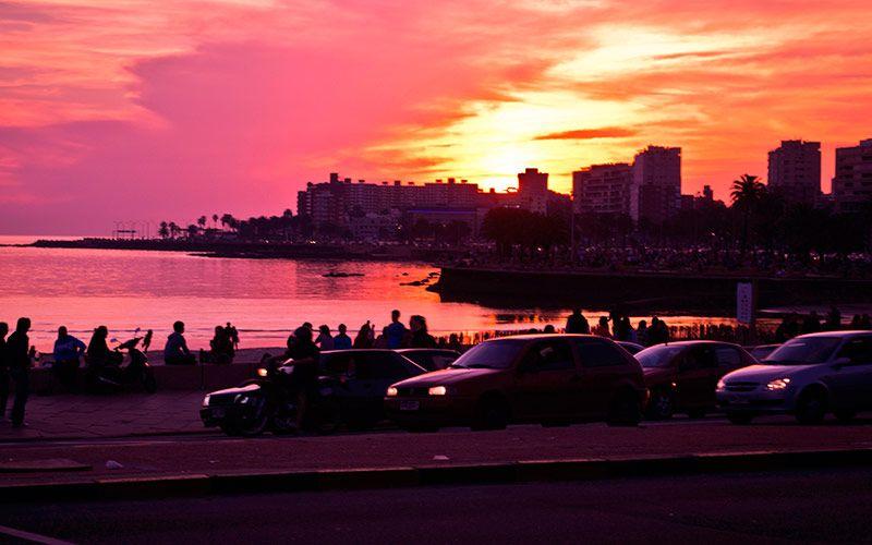 Imagenes De Autos Rambla Parque Rodo Atardecer Montevideo Uruguay