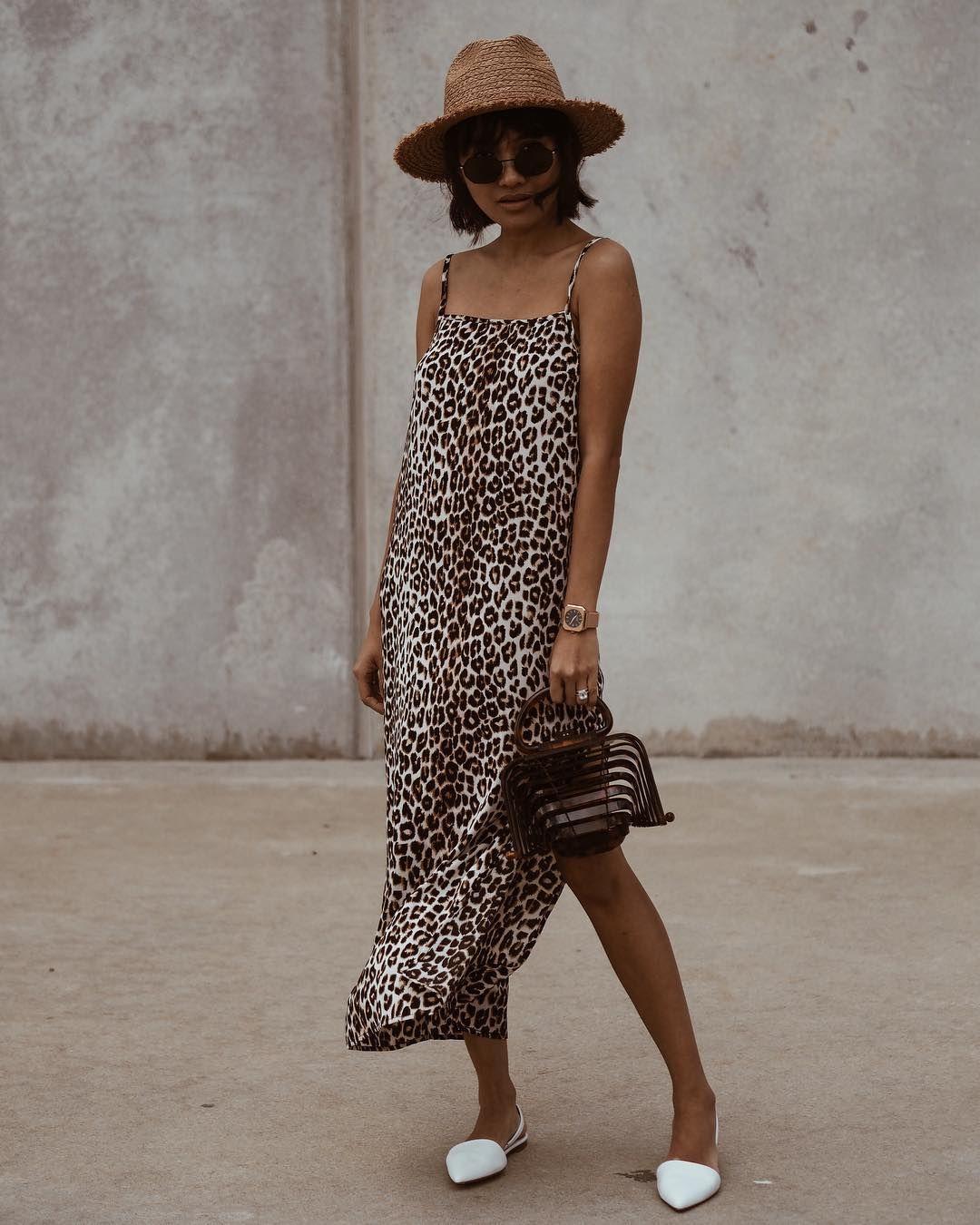 La Imagen Puede Contener Una Persona De Pie Slip Dress Outfit Leopard Maxi Skirts Dress With Boots