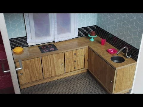 fabriquer une cuisine pour maison de poup e barbie youtube mobilier maison de poupees. Black Bedroom Furniture Sets. Home Design Ideas