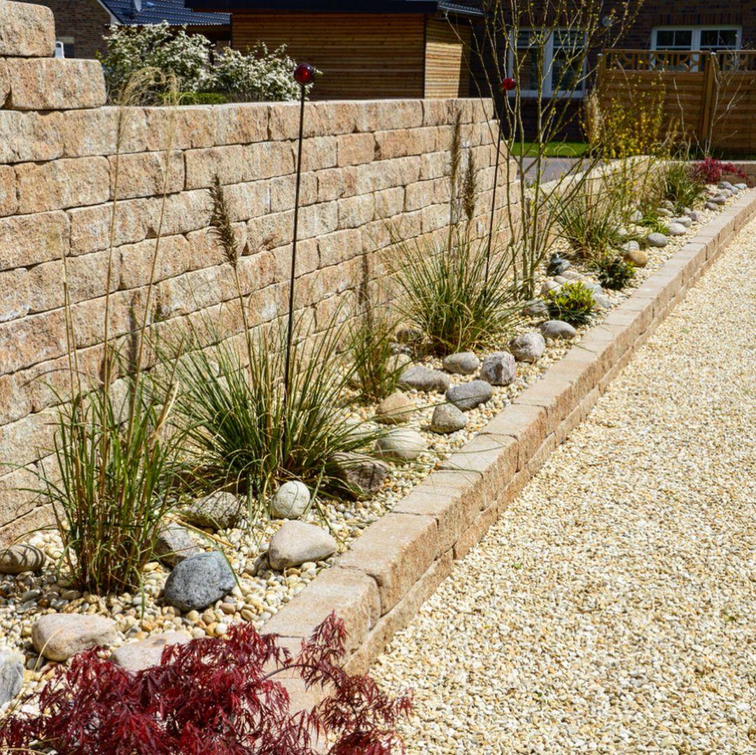 Eine Naturstein Mauer Als Sichtschutz Und Grundstucksabgrenzung