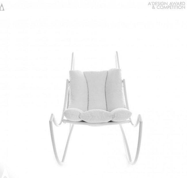 Design Schaukelstuhl Ali Di Luna von Stefania Vola liegt im