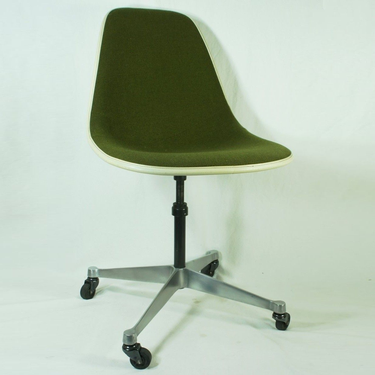 Eames Desk Chair Interior Pinterest Desks Bureaus And Mid - Lobster-and-shelly-lounge-chairs-by-oluf-lund-and-eva-paarmann