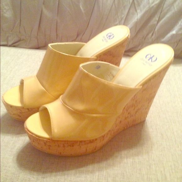 Dee keller cork wedges Nude 4 inch cork wedges. Brand new size 9 Shoes