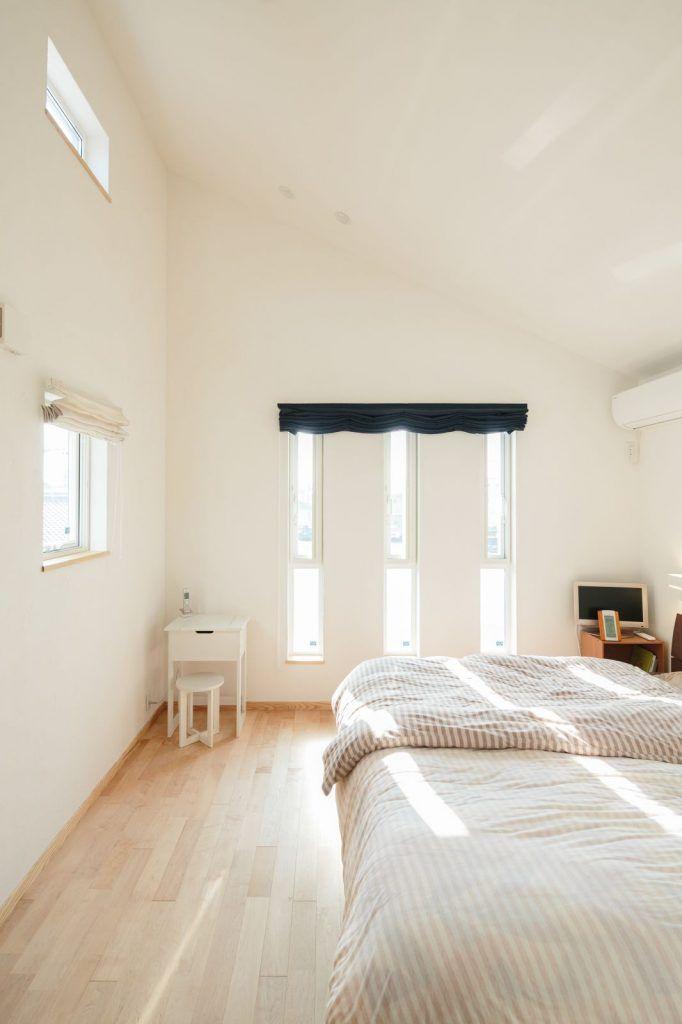 光と自然の景色を取り込む窓が家族を癒やす家 ベットルーム