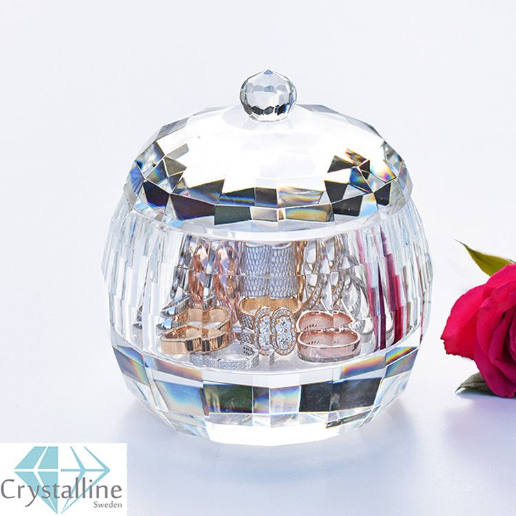 Nu finns denna produkt tillg�nglig i v�r webbutik! Mycket n�je. :)  http://sovrumsshoppen.se/products/crystalline-sweden-rose-smyckeskrin-i-kristall?utm_campaign=social_autopilot&utm_source=pin&utm_medium=pin