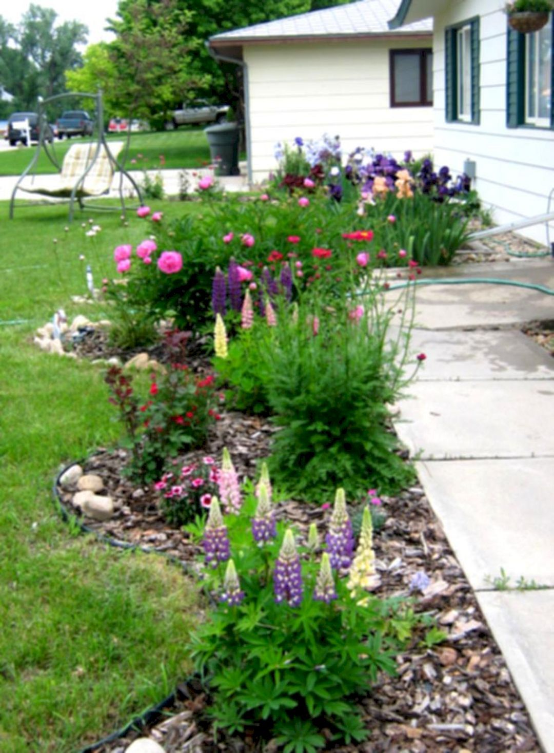 Front Yard Flower Bed Landscaping Idea Landscaping With Rocks