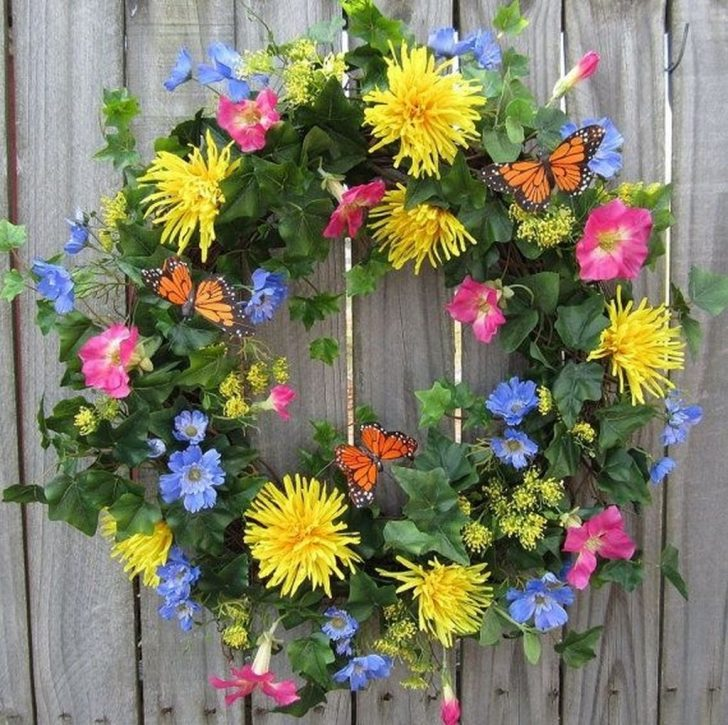 30 Charming Spring And Summer Wall Decor Ideas Summer Wall Decor Summer Front Door Wreath Spring Wreath