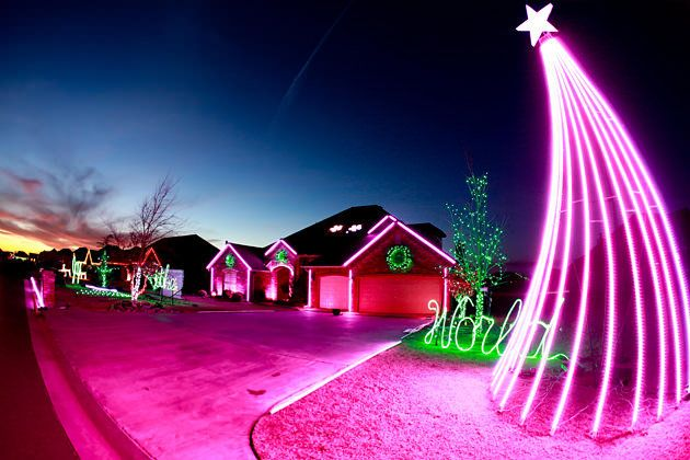 Holiday Decorators Ask What Would Clark Griswold Do Christmas Lights Outdoor Christmas Xmas Lights