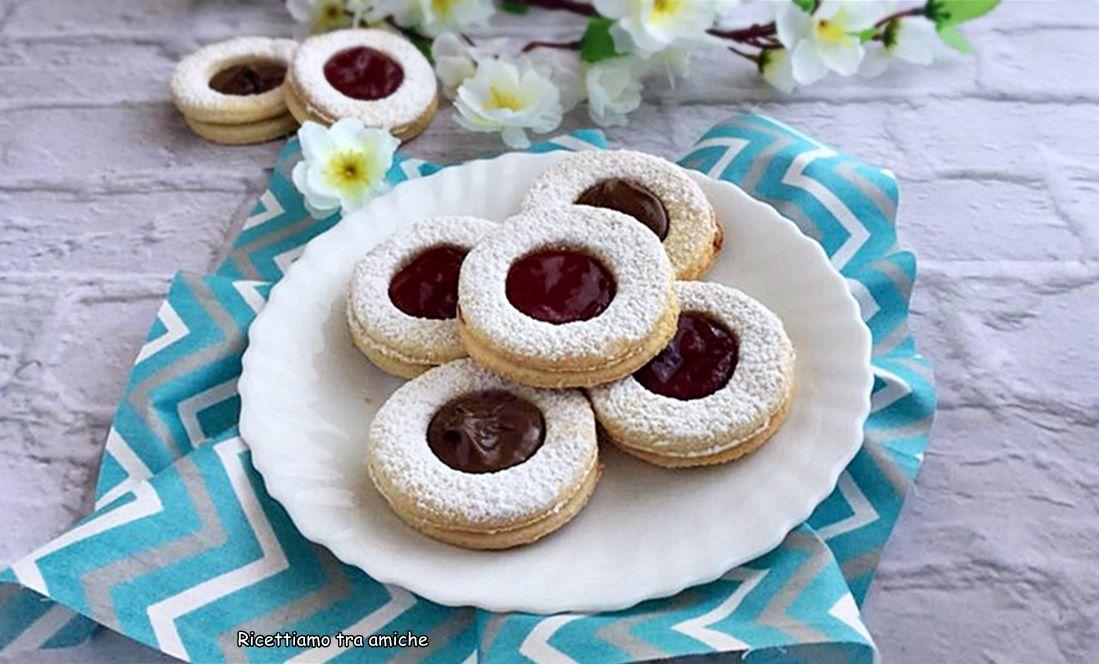Biscotti occhio di bue deliziosi dolcetti di pasta frolla