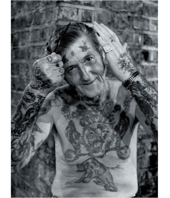 Tattooed Seniors Show Off Their Inked Bodies Old Tattooed People Old Tattoos Vintage Tattoo