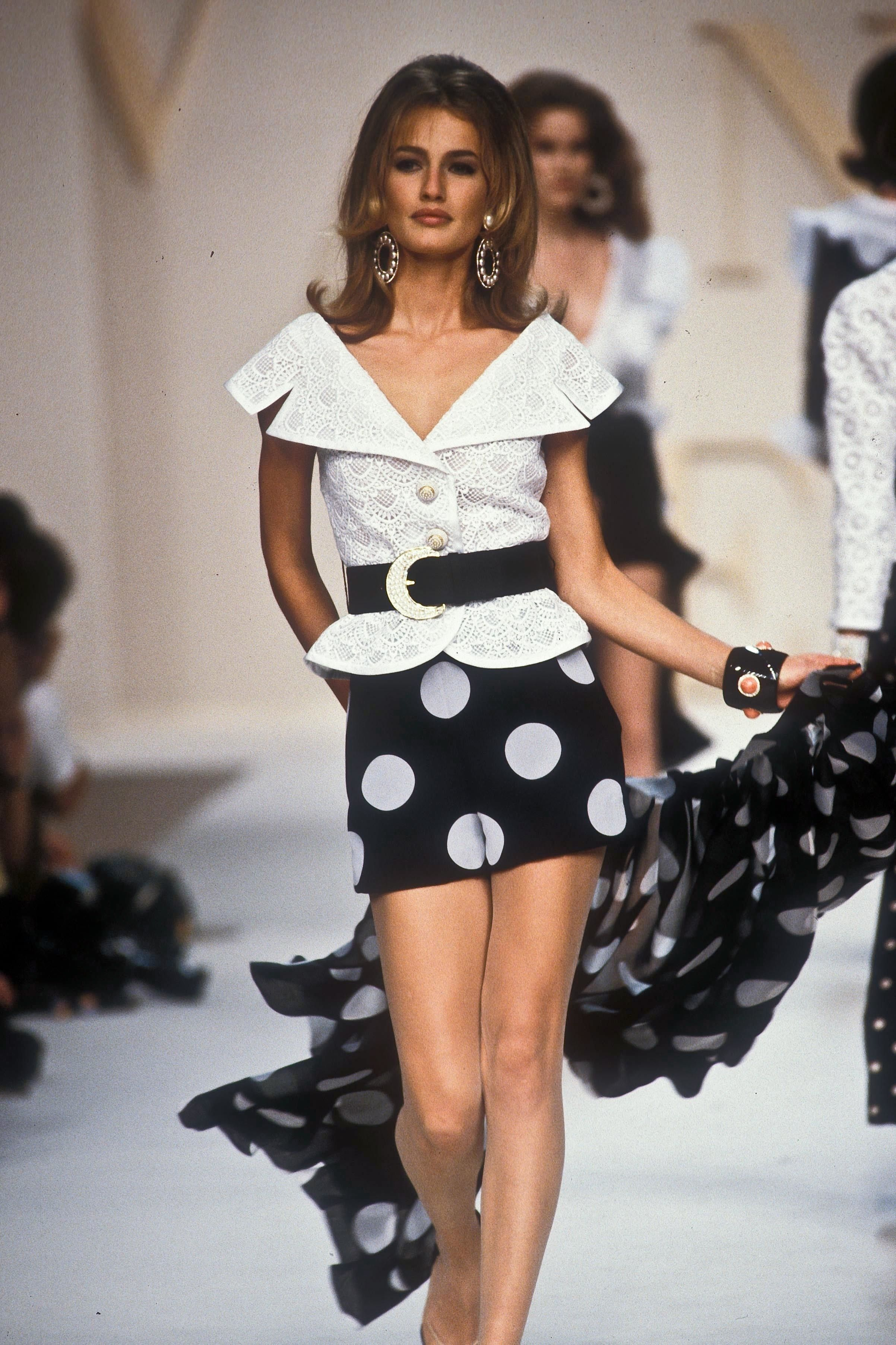 Karen Mulder / Valentino Runway Show S/S 1991 Carrè
