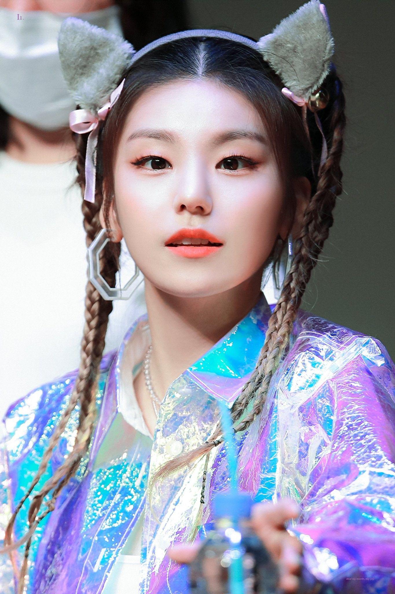 Itzy Yeji 190814 Fansign Itzy Kpop Girl Groups Kpop Girls