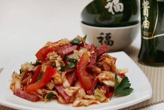 Салат из пекинской (китайской) капусты с колбасой