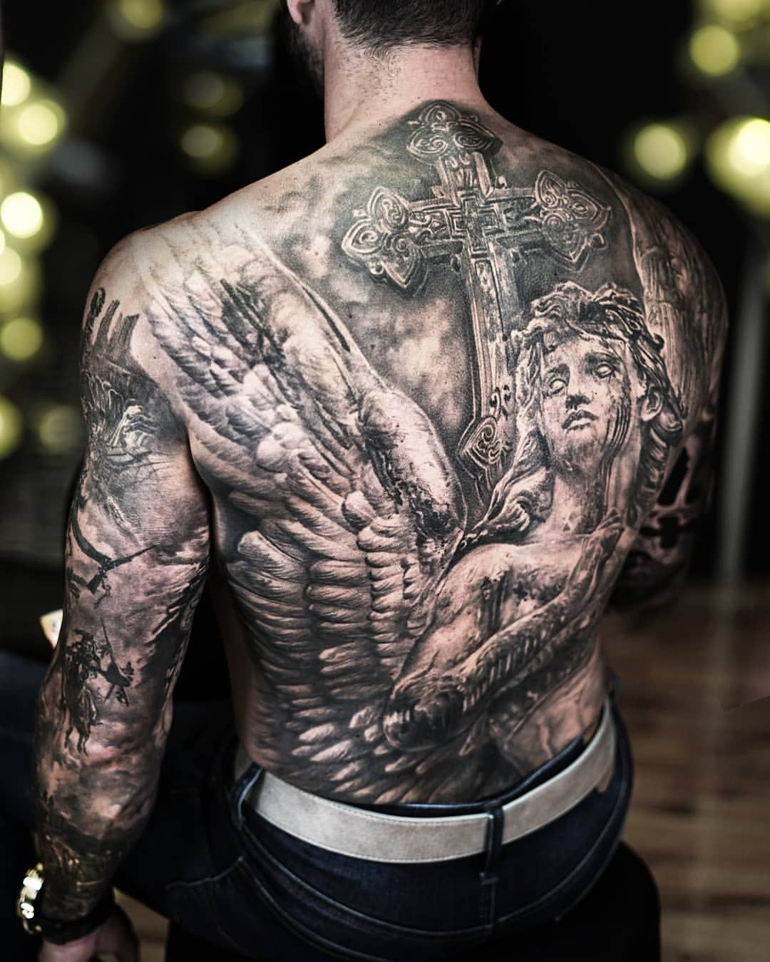 Mann tattoos Category:Men with