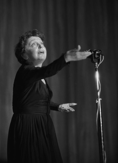 Edith Piaf, 1950s   Edith piaf, Musician portraits, Portrait