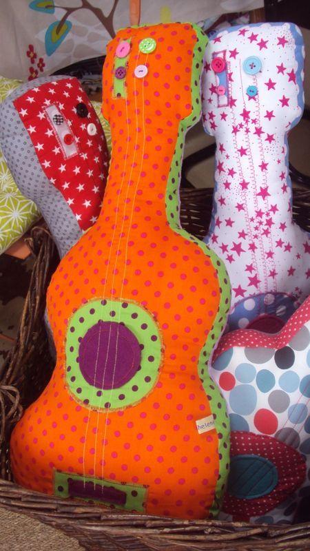 Guitarra para un rockero en pa ales guitar for diaper for Guitarras para ninos casa amarilla