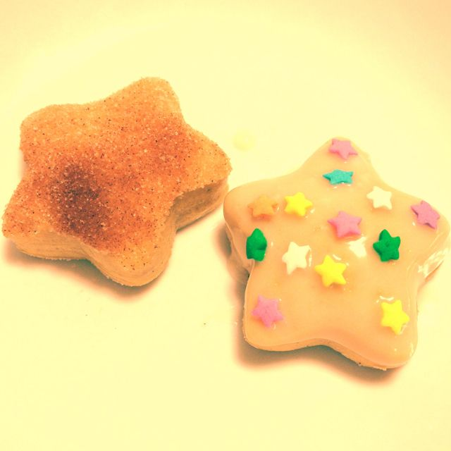 baked mini star donuts // recipe from here: http://www.krissys-creations.com/2011/06/baked-doughnuts.html
