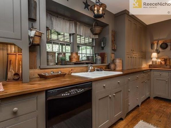 Pin By Connie Batten On Primitive Colonial Kitchens Country Kitchen Cabinets Primitive Kitchen Kitchen Remodel