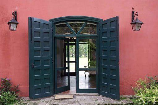 Port n antiguo restaurado y puerta modernizada doors for Puertas coloniales antiguas