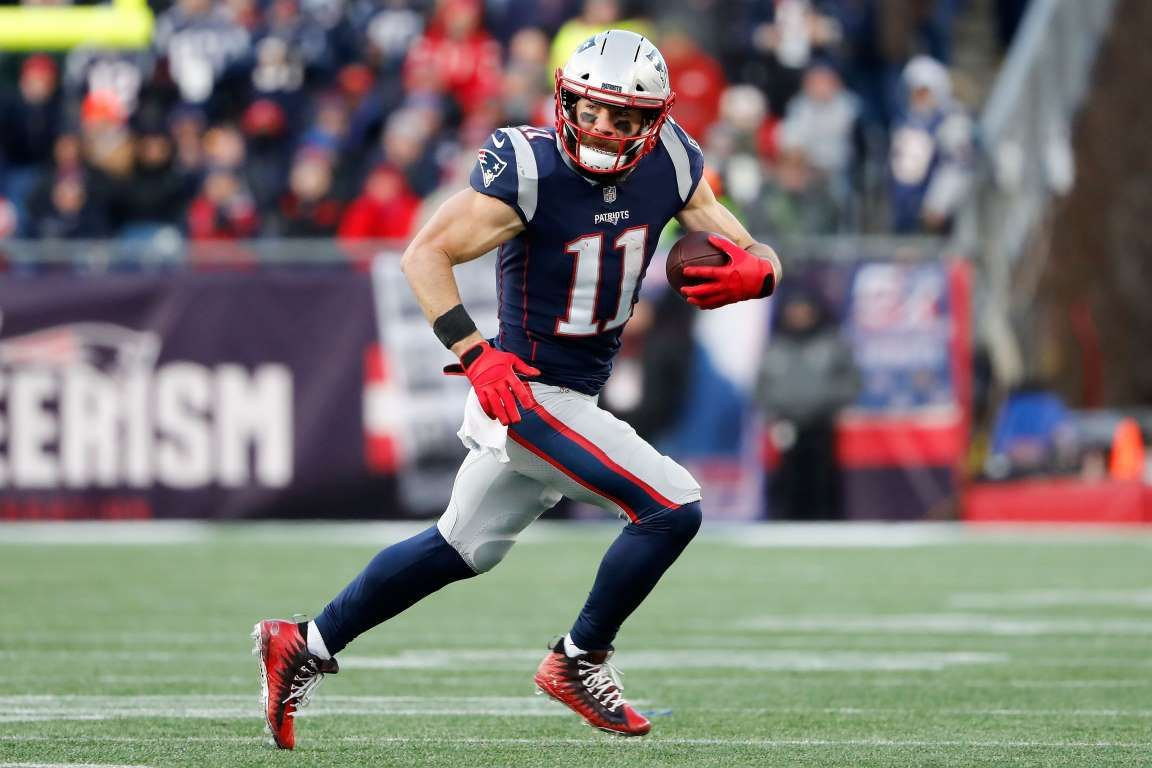 New England Patriots Wide Receiver Julian Edelman 11 Runs Against The Los Angeles Chargers During Provided By Usa Today Julian Edelman Edelman Patriots