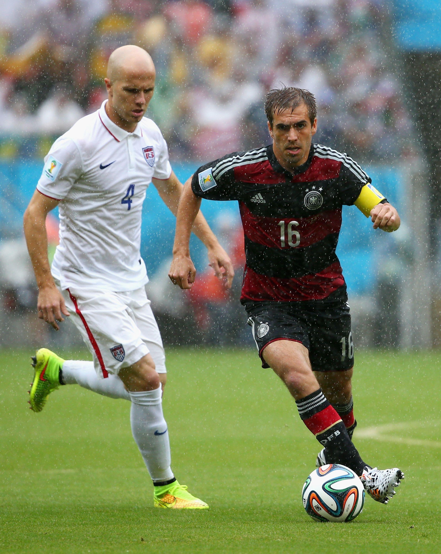 Philipp Lahm Of Germany Against Michael Bradley Of Usa Weltmeister Weltmeisterschaft Fussball Wm