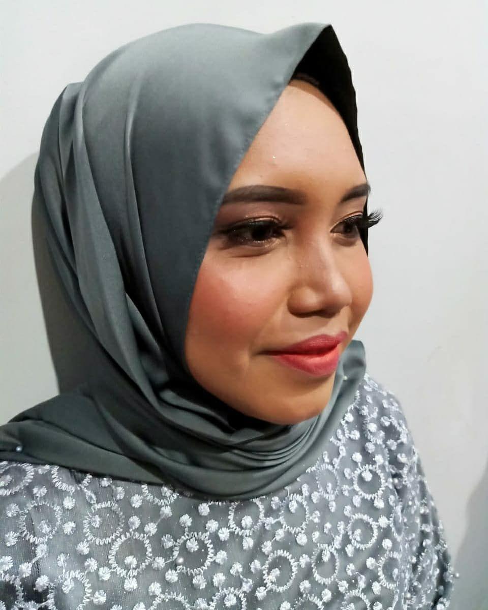 Make Up Wisuda Makeup Byobos Makeupwisuda Makeupwisudajogja Makeupwisudabangka Makeupwisudabangkabelitung Makeupoftheday M Fashion Makeup Hijab