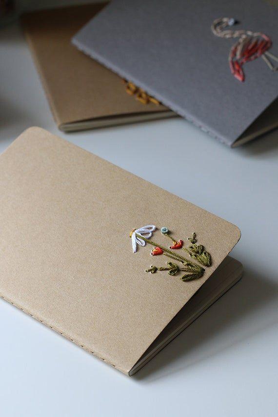 Carnet de poche moleskine brodé à la main   – bAsTEliDeEn