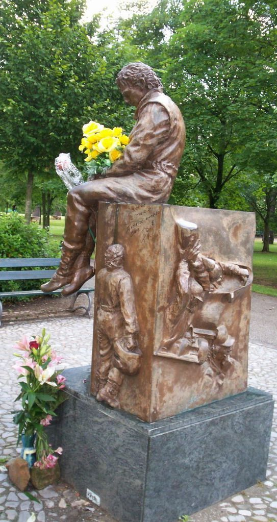 Image from http://ok.ya1.ru/uploads/posts/2011-05/1304912930_ayrton_senna_memorial___2_by_normski.jpg.
