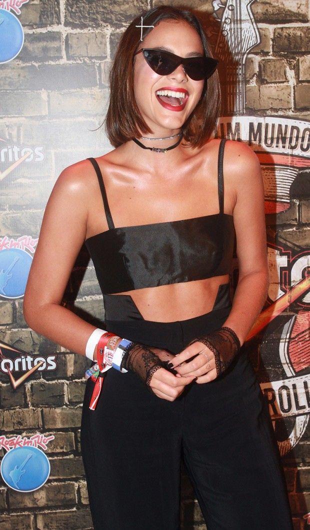 c320e5ce8ef73 Bruna Marquezine deu um show de estilo para curtir o Rock in Rio  Óculos  escuros