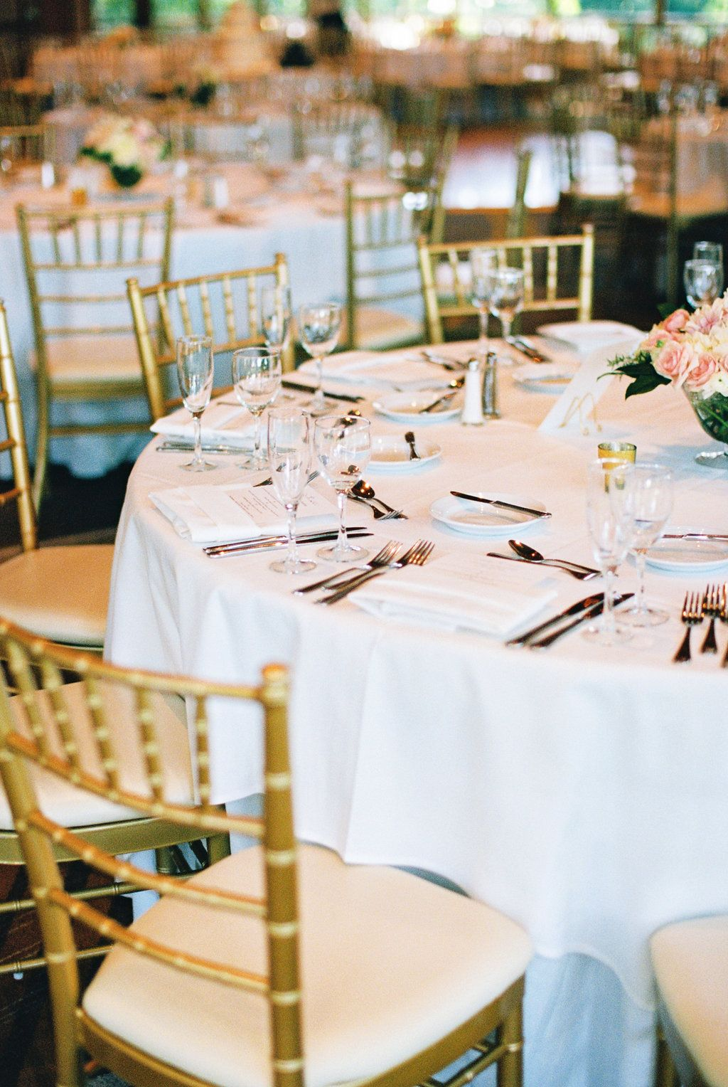 Simple elegance with a touch of glam gold #wedding decor. (Photo by ...