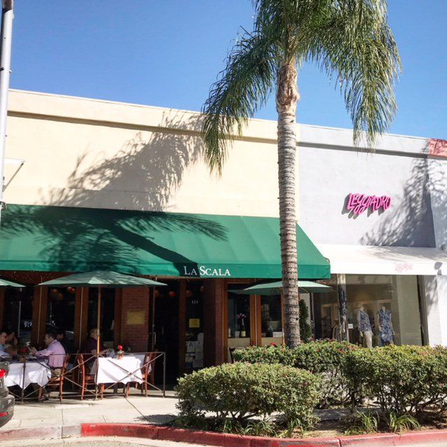 Sidewalk Dining On Canon Drive In Beverly Hills At La Scala