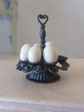 How to: Miniature egg holder.
